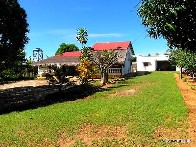 LOCATION MAISON AU CALME ET GRAND JARDIN - Majunga(Madagascar)